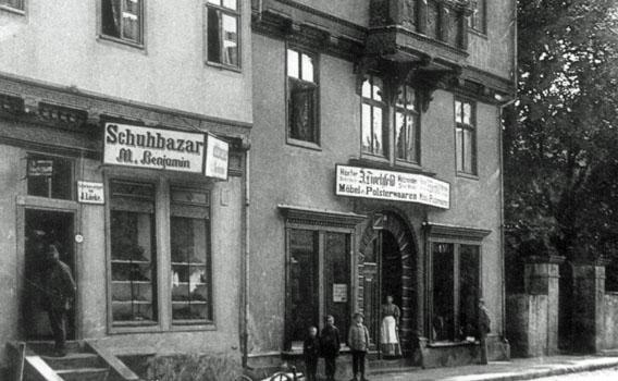 http://www.jacob-pins.de/files/schubazar_benjamin_und_moebelgeschaeft_hochfeld.jpg